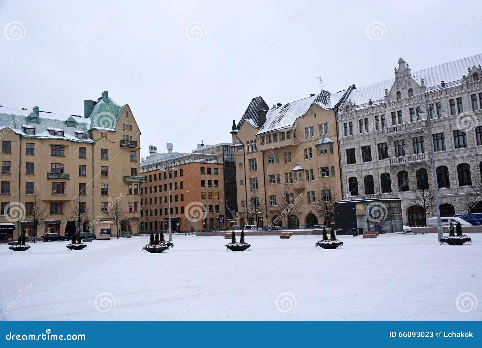 Helsinki-Straßen zur Weihnachtszeit