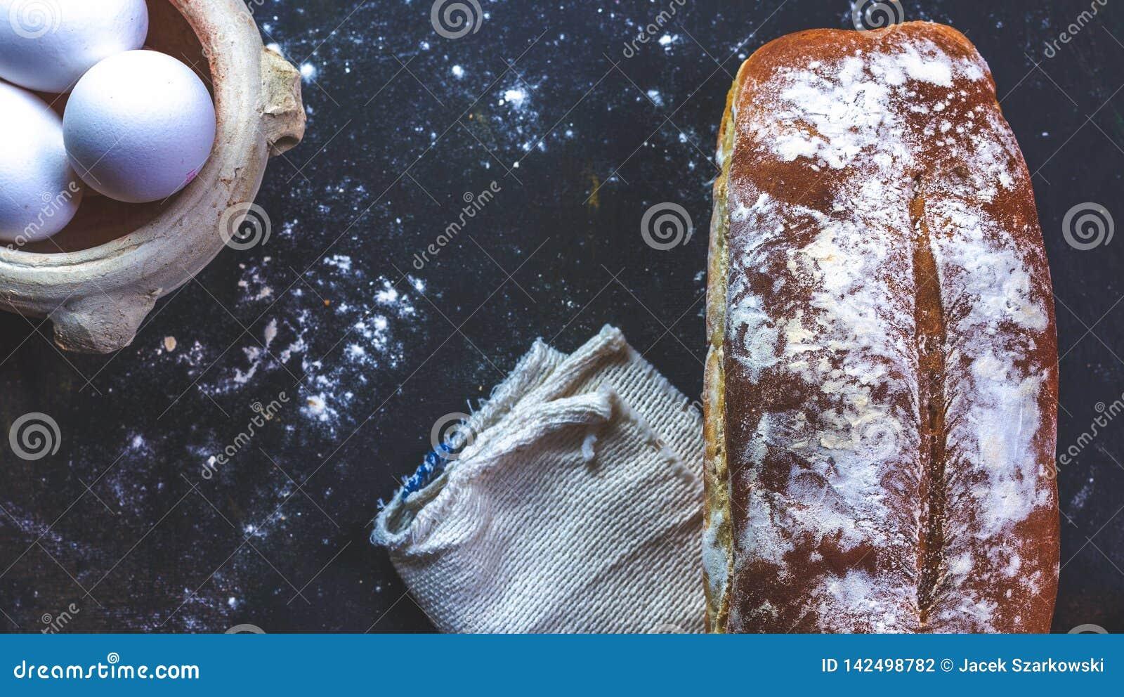 Hem- bröd och ägg och servett