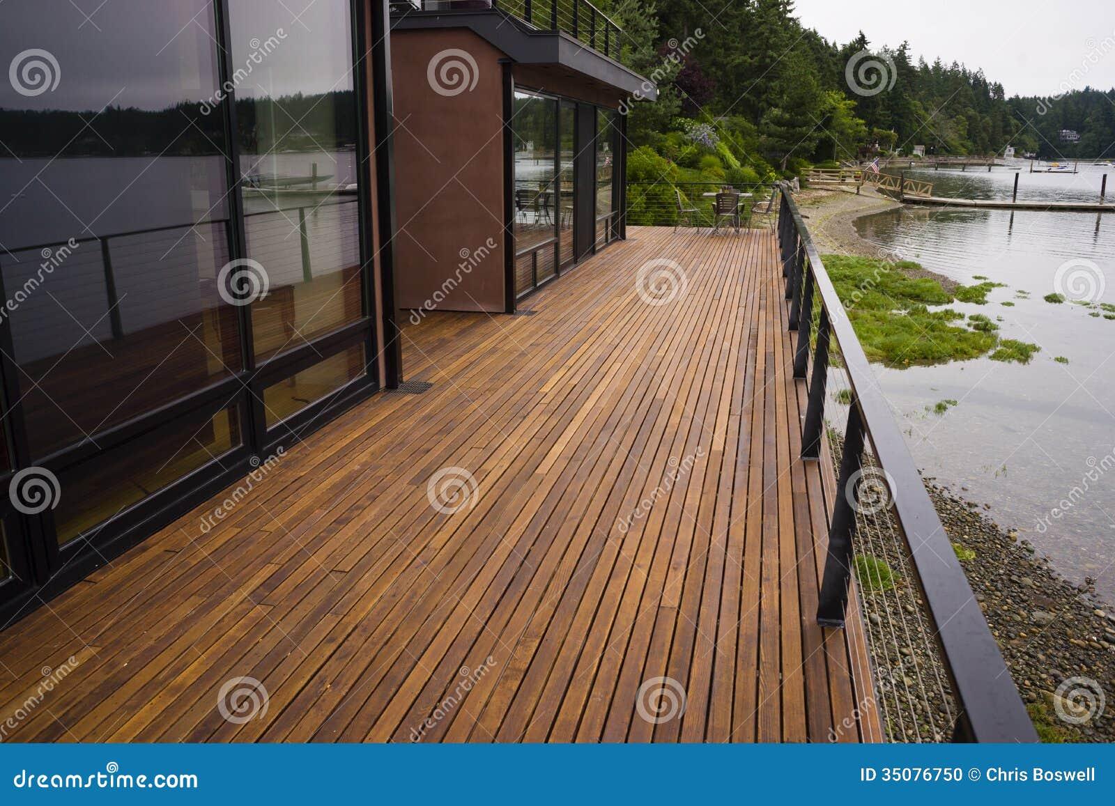 Hem för strand för Wood för plankadäckuteplats vatten för strand modernt