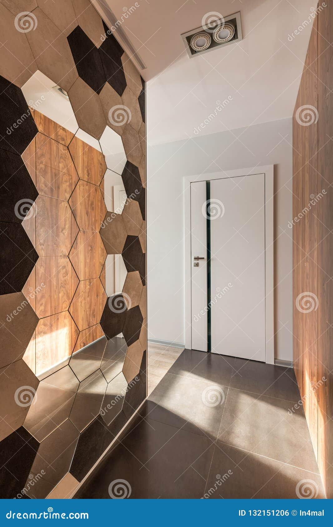 Hem- korridor med hexagonallspegeln