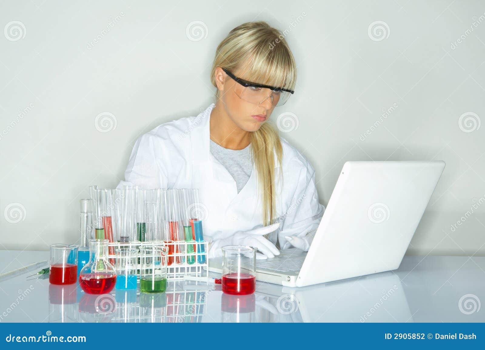 Hembra en laboratorio