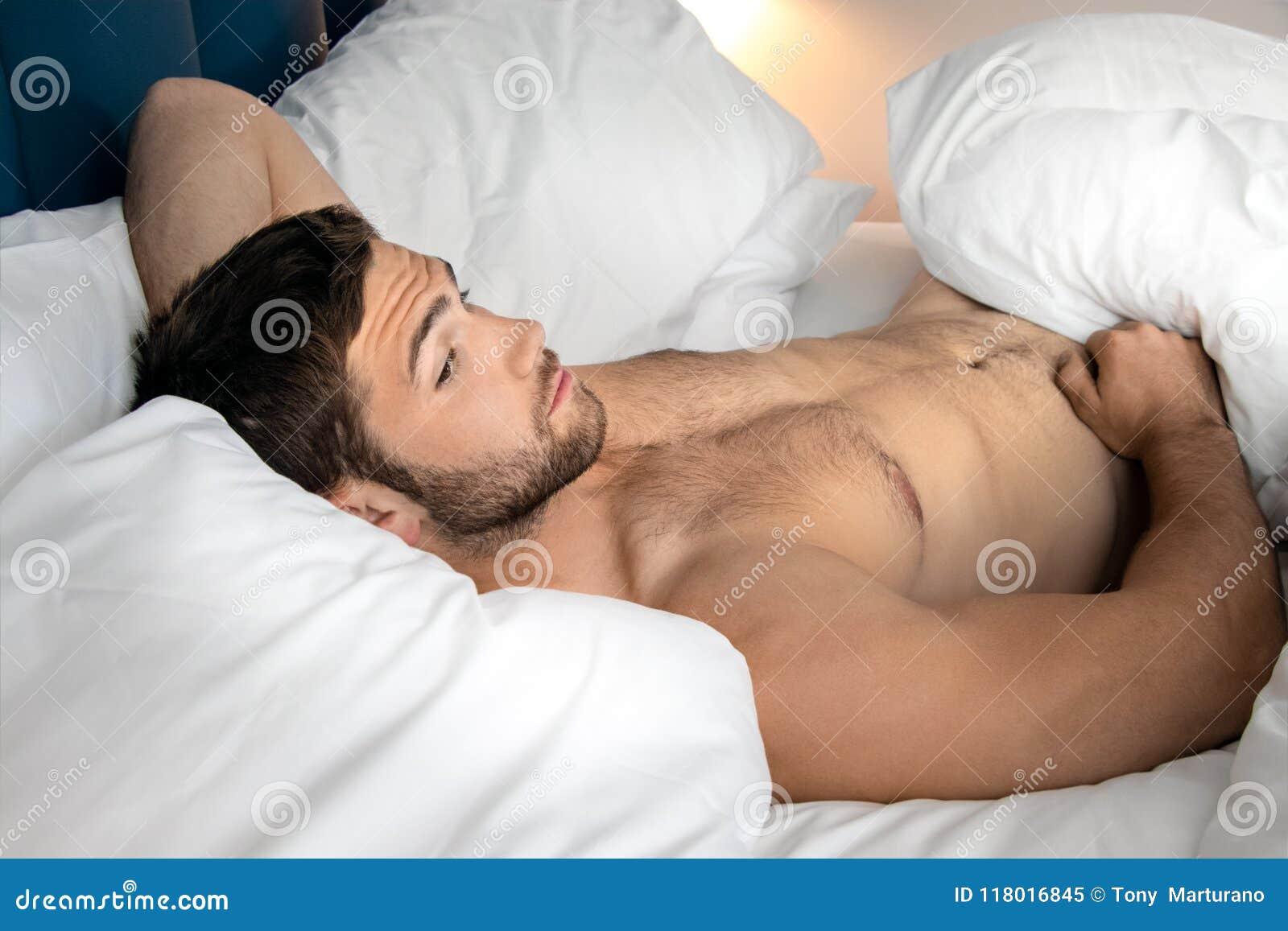 im hotel nackt