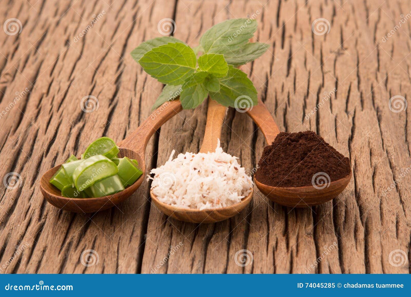 Hemlagad den hudomsorg och kroppen skurar med naturligt kaffe, aloe vera