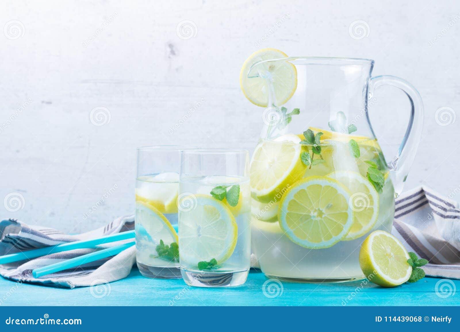 Hemlagad drink för lemonad