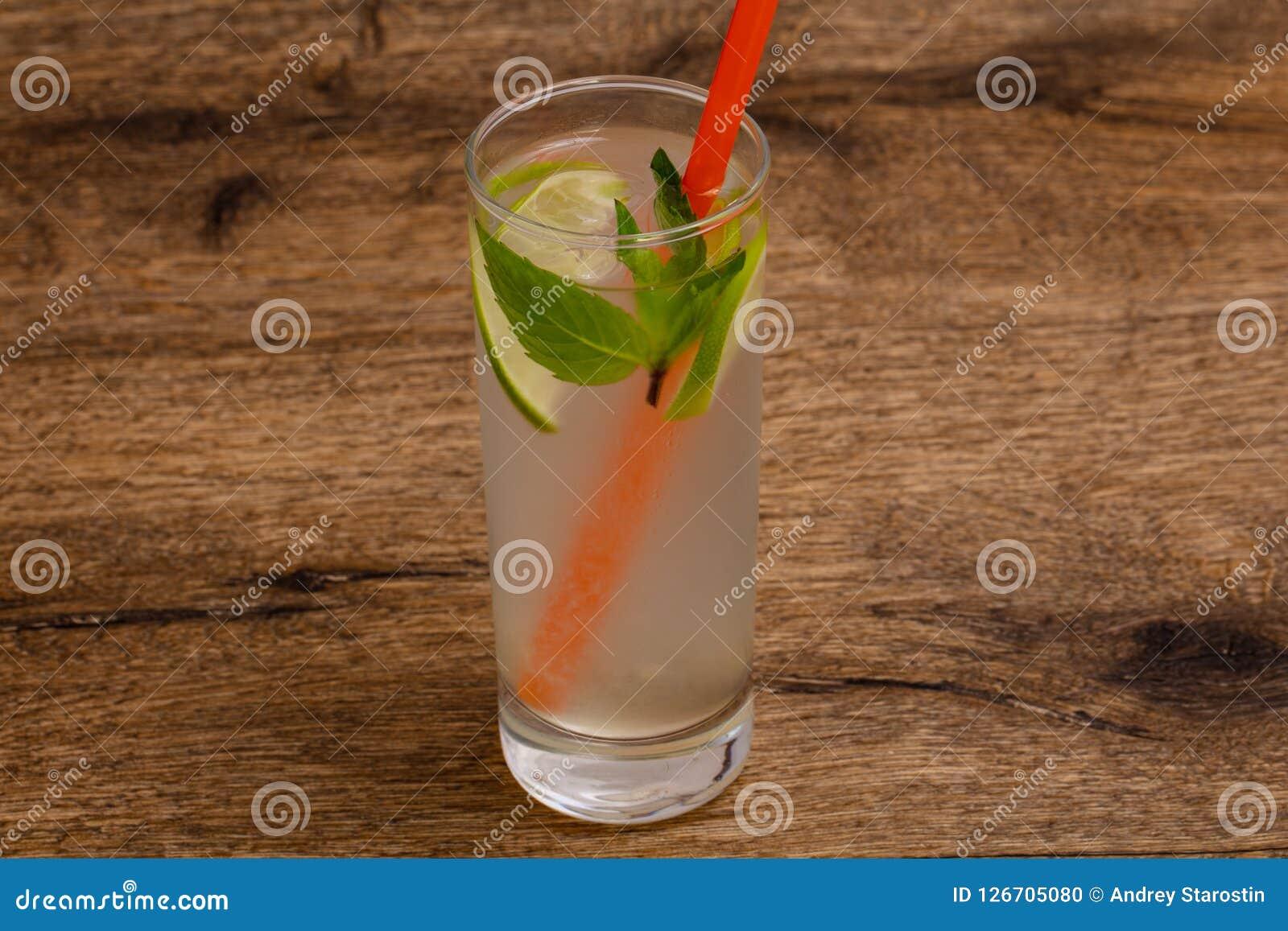 Hemlagad lemonad med limefrukt