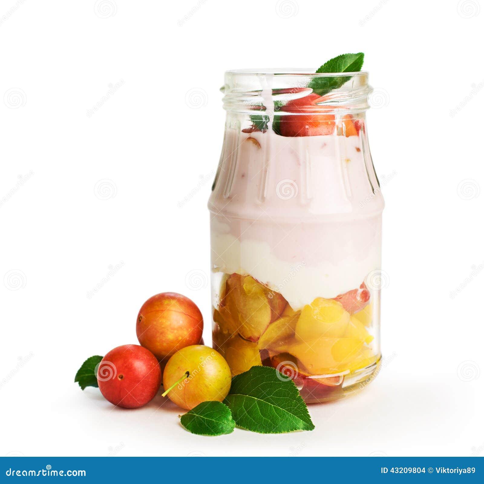 Download Hemlagad Yoghurt Med Körsbärsröda Plommoner Arkivfoto - Bild av frukt, äta: 43209804