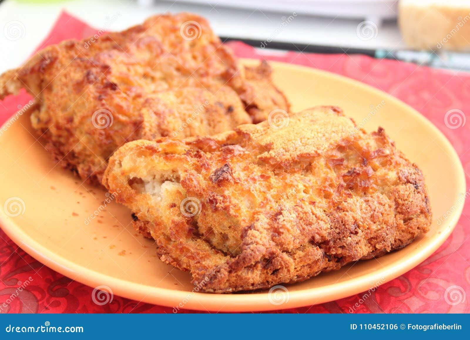 Hemlagat bröd av vetemjöl