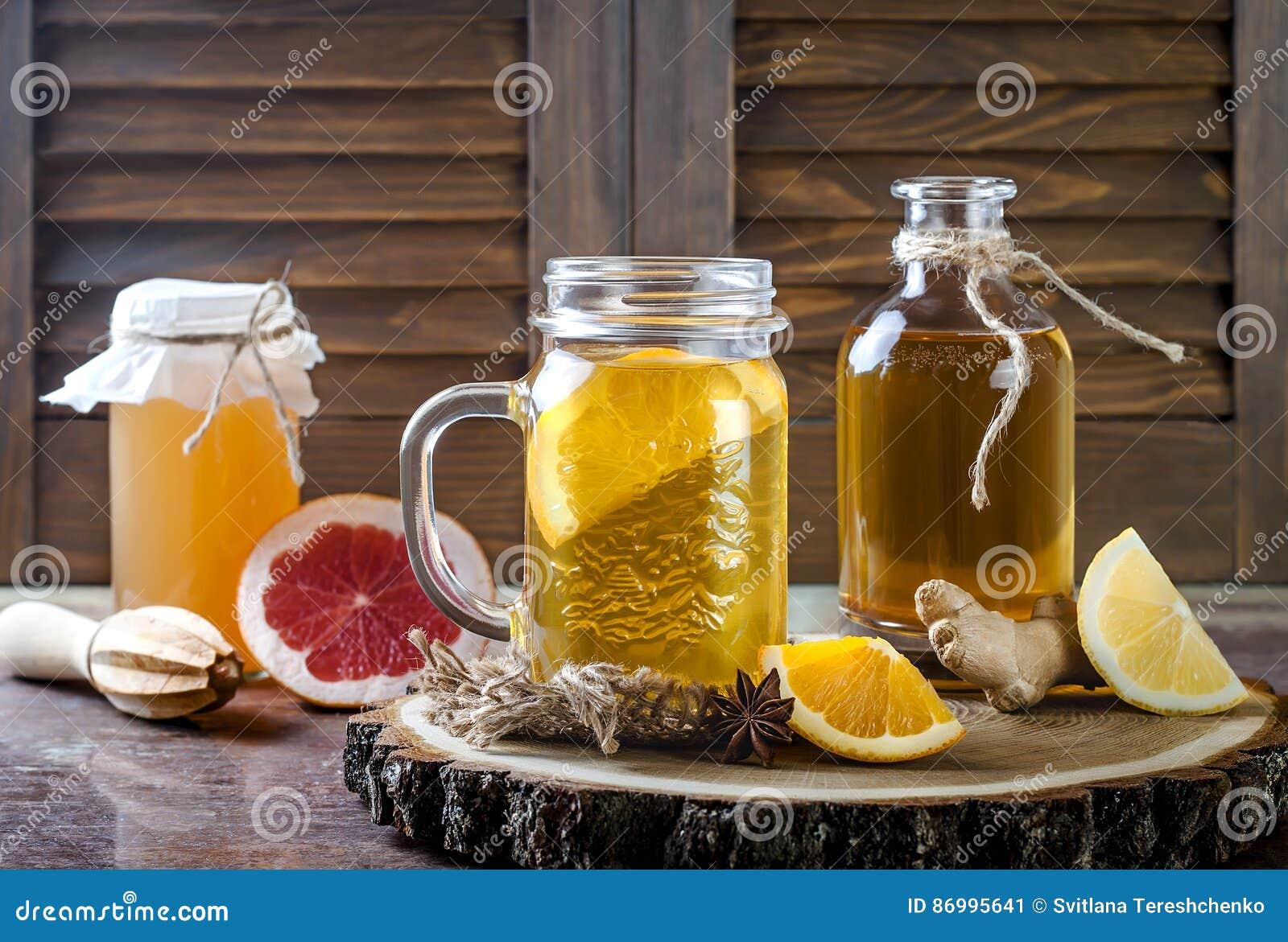 Hemlagat jäst rått kombuchate med olika smaktillsatser Sund naturlig probiotic smaksatt drink kopiera avstånd