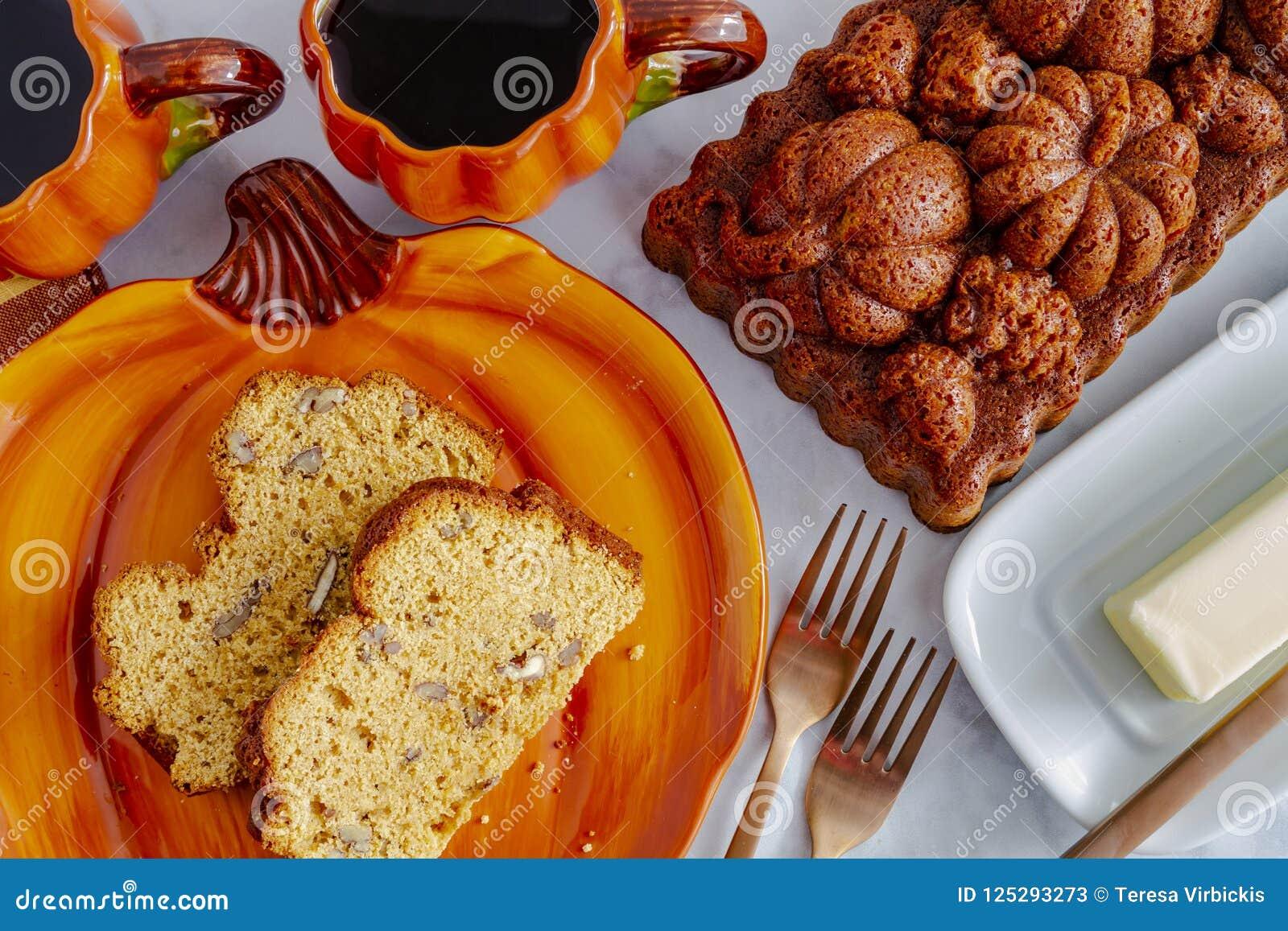 Hemlagat pumpabröd som göras i dekorativ panna