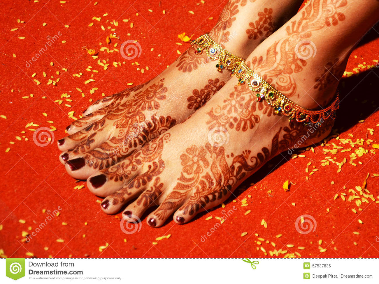 Henna Mehndi Vector Free Download : Henna art and anklets on brides feet stock photo image of india