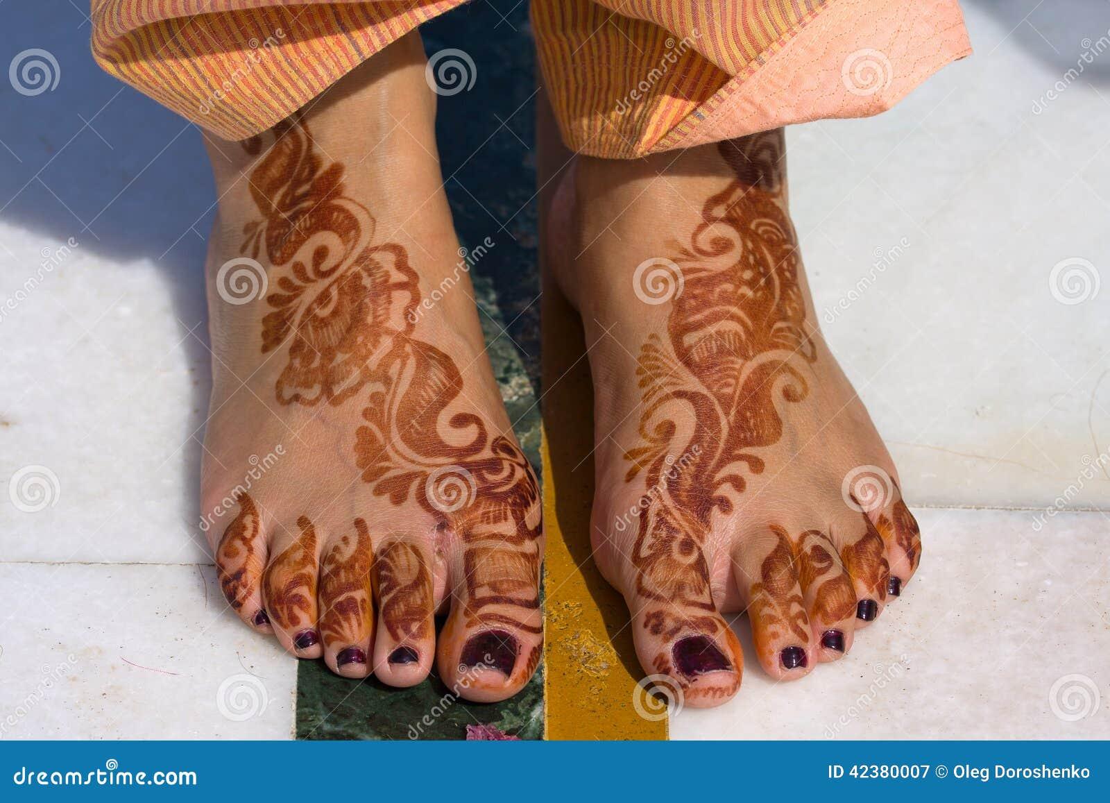 Feet muslim female Women covering