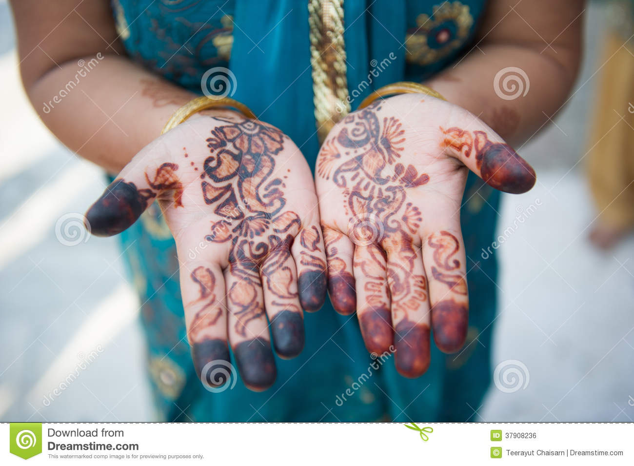 Henna Mehndi Vector Free Download : Henna hands and bangles indian wedding editorial photo image