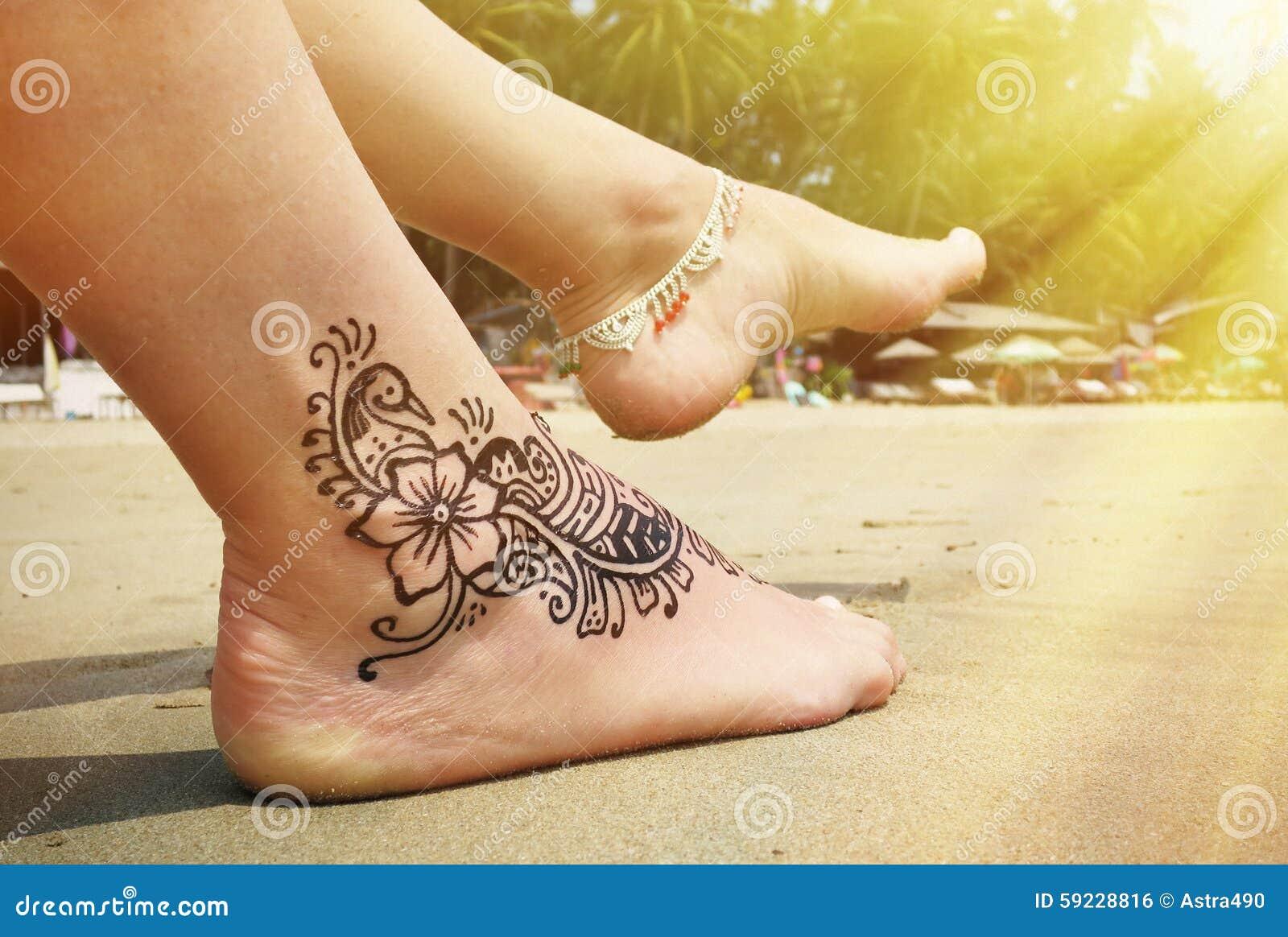 Henna Tatuaż Na Stopie Zdjęcie Stock Obraz Złożonej Z