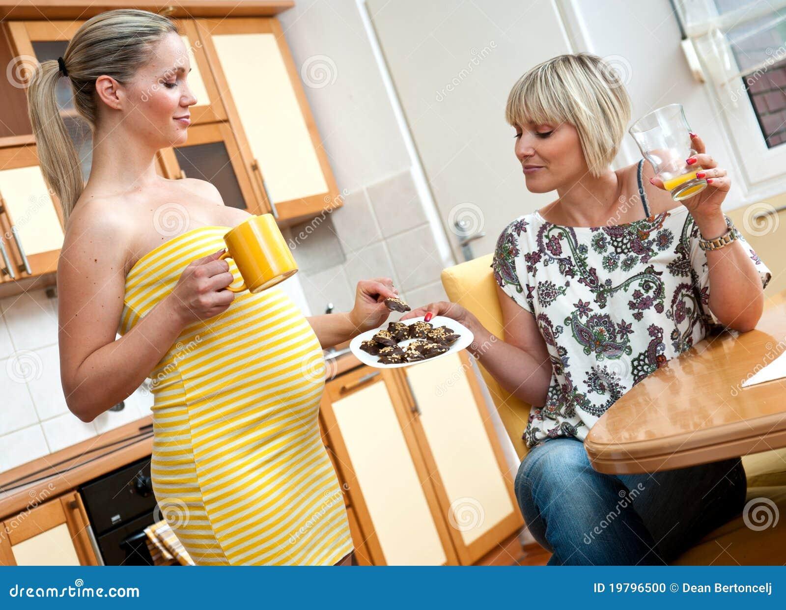 Henne gravid systerkvinna