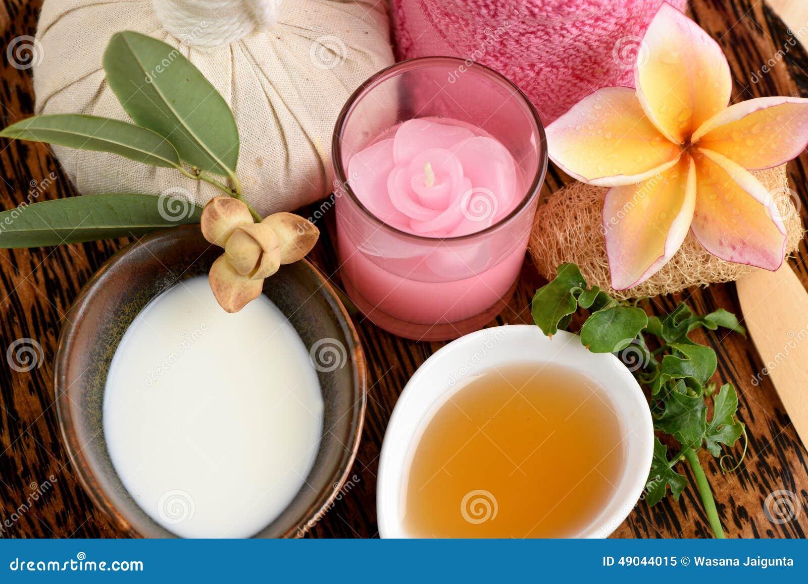 Herb Mask frais crémeux avec du lait, Ivy Gourd et le miel frais, station thermale avec les ingrédients naturels de la Thaïlande