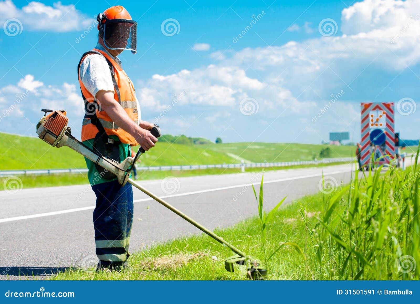 Herbe de coupe de paysagiste de route image stock image for Prix pelouse paysagiste