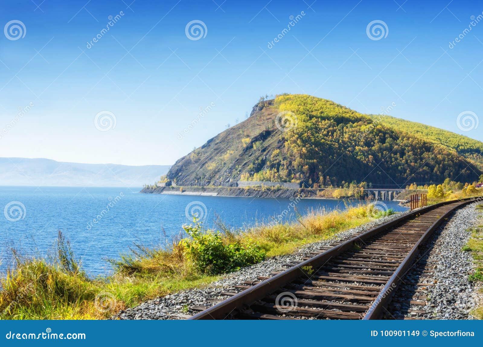 Herbst auf Circum-Baikal-Eisenbahn, Ost-Sibirien, Russland