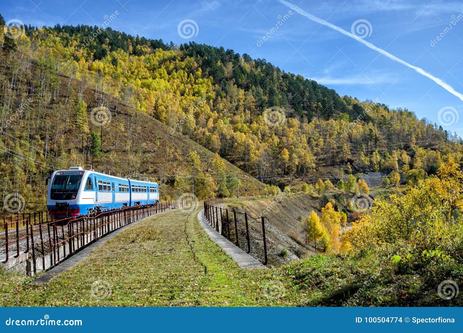 Herbst auf der Circum-Baikal-Straße zum Süden vom Baikalsee