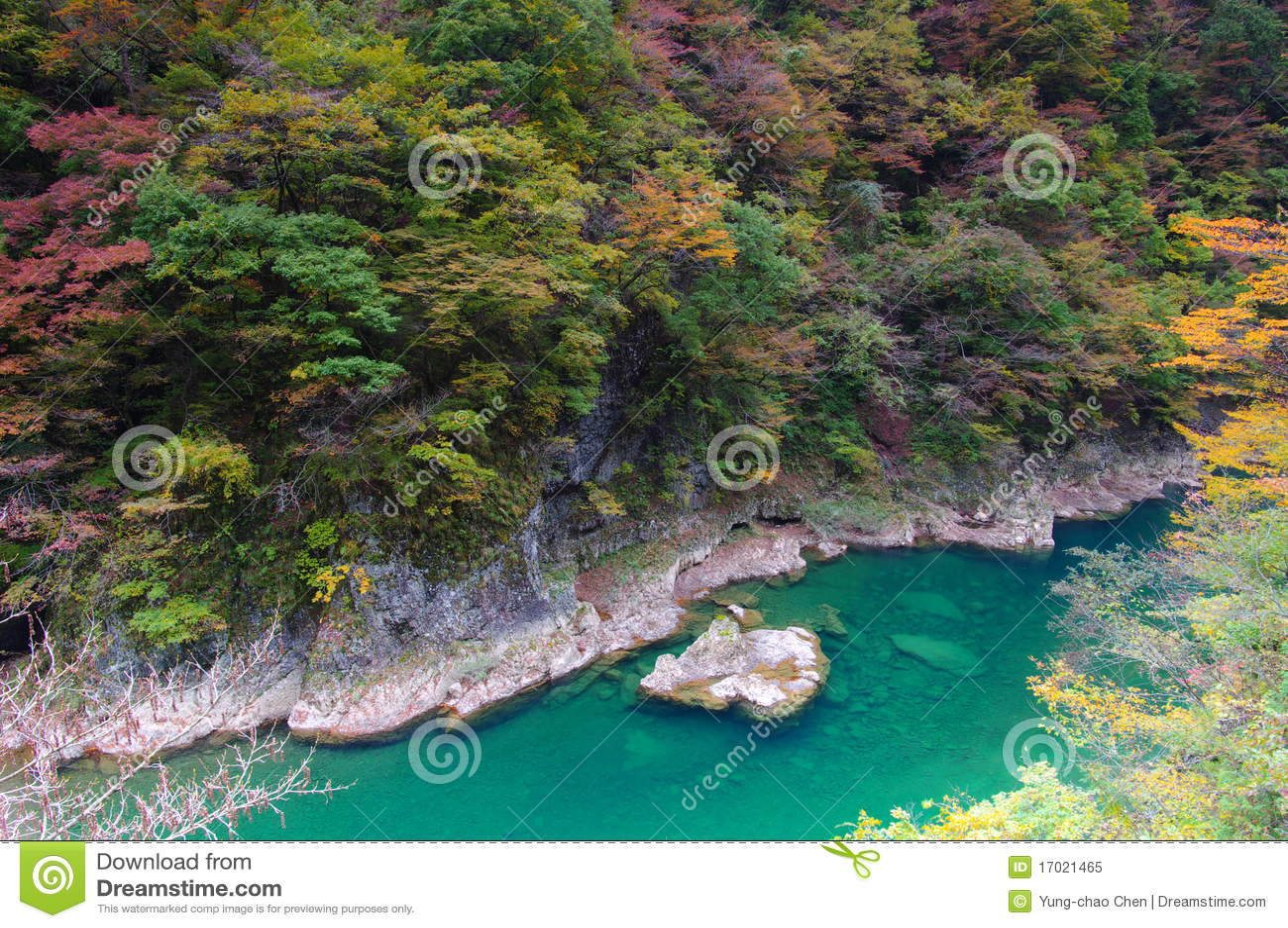Herbst-Farben des Dakigaeri-Keikoku Tales