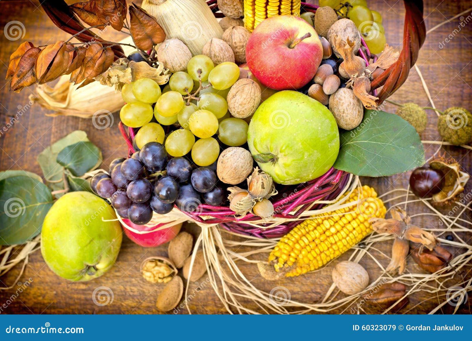 Herbsternte Saisonfruchte Stockbild Bild Von Pfeiler Frisch