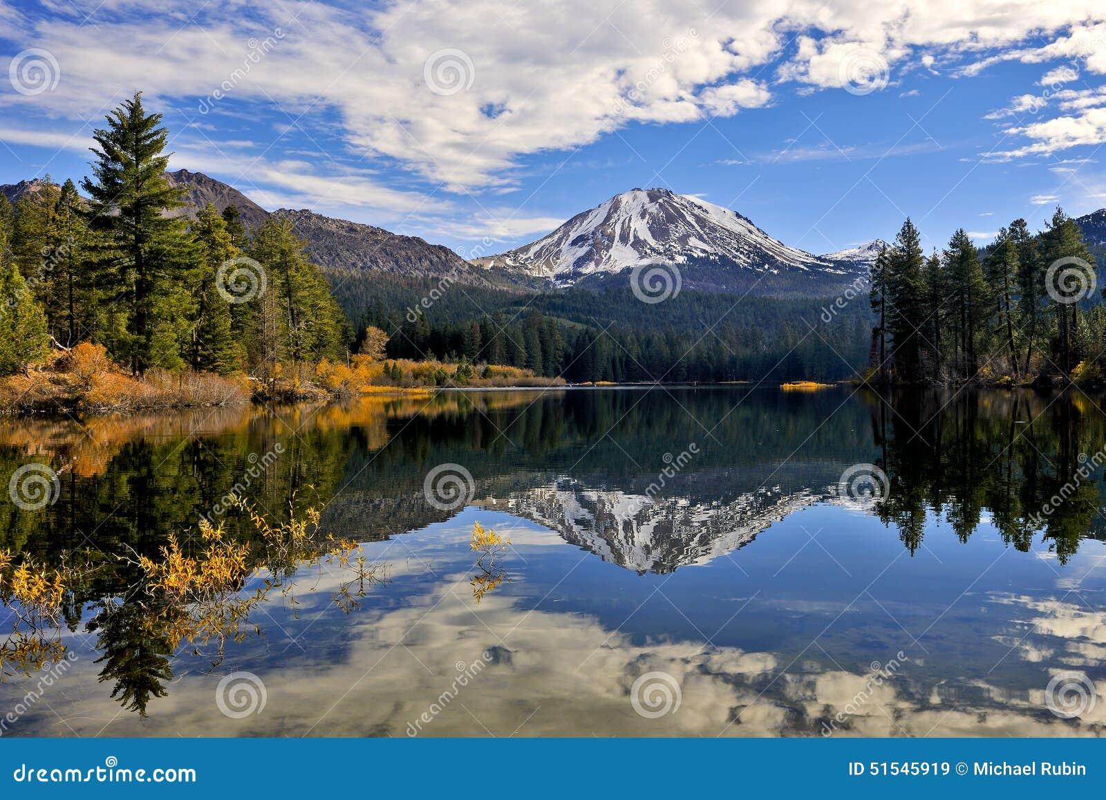 Herbstfarbe, Lassen-Spitze, vulkanischer Nationalpark Lassens