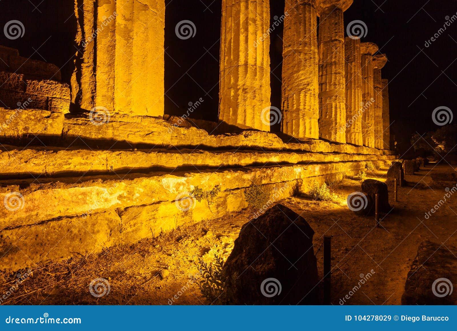 Hercules Temple in archäologischem Park Agrigents sizilien