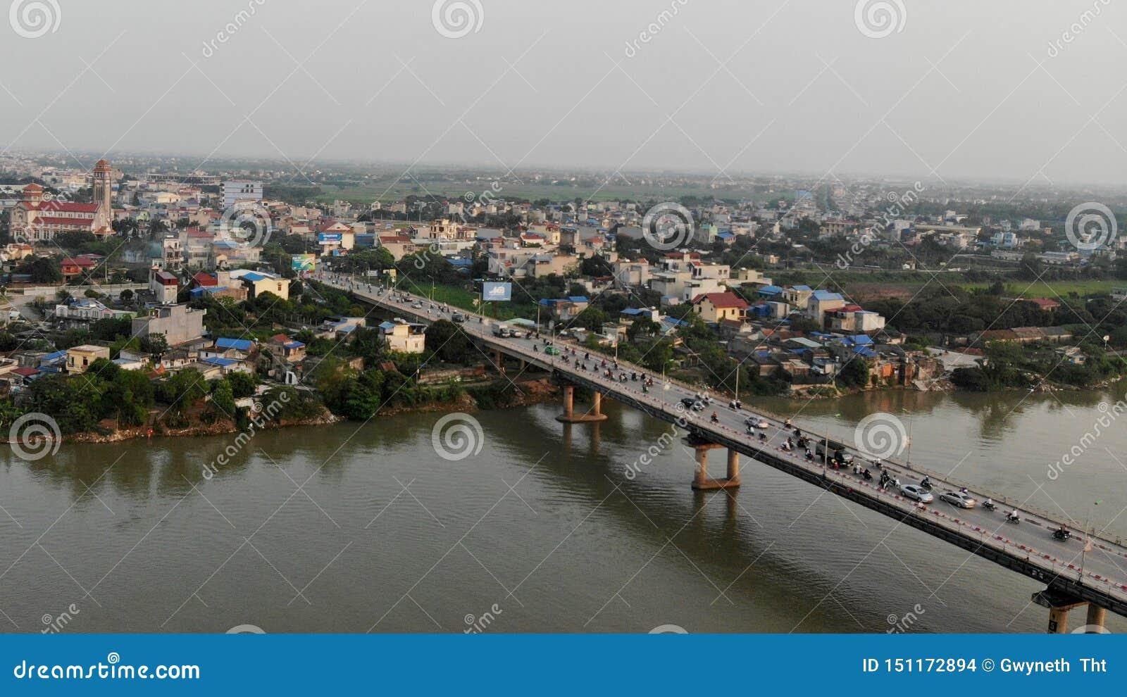 Herdenkingsbrug op de de Rivierpijler van Que Huong