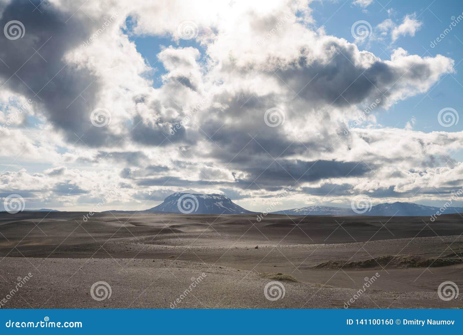 Herdubreid Tuya Mountain Odaddahraun Lava Field Highlands Of