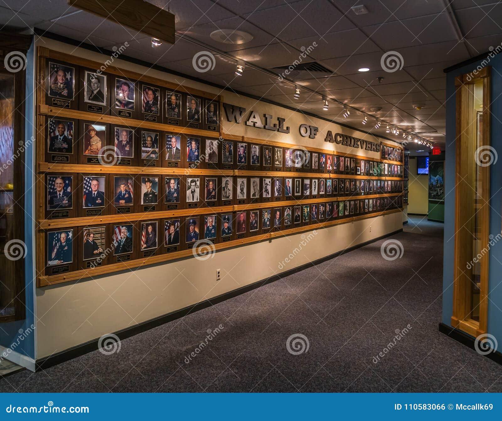 Herencia Hall Wall de cumplidores