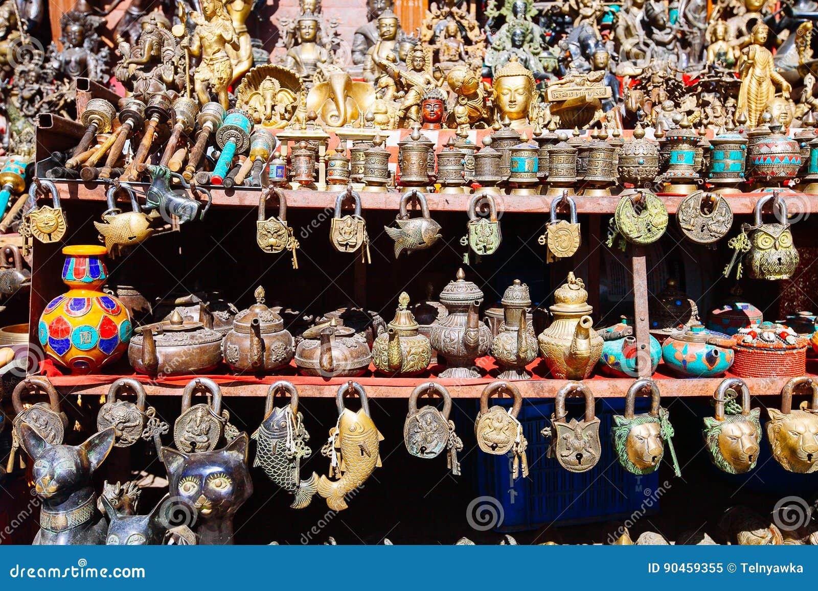 Herinneringen op een markt, Katmandu, Nepal worden aangeboden dat