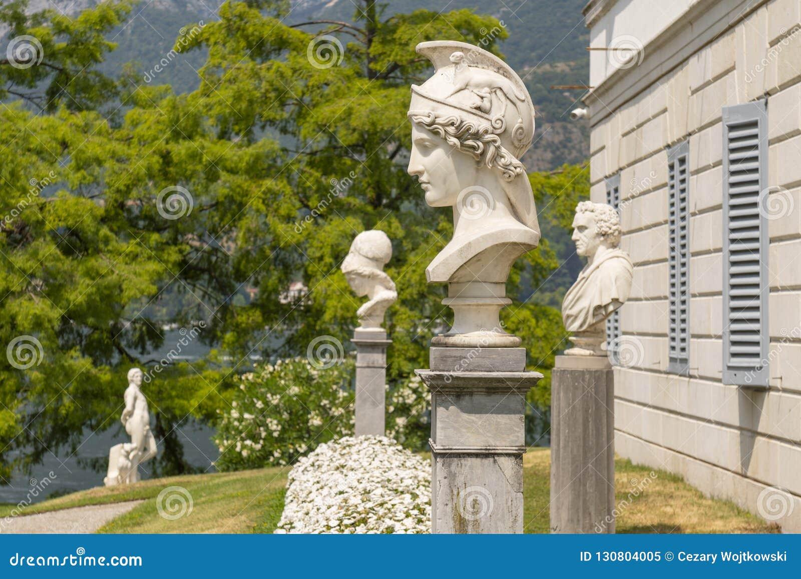 Herm de Athena no jardim italiano da casa de campo Melzi em Bellagio, Itália