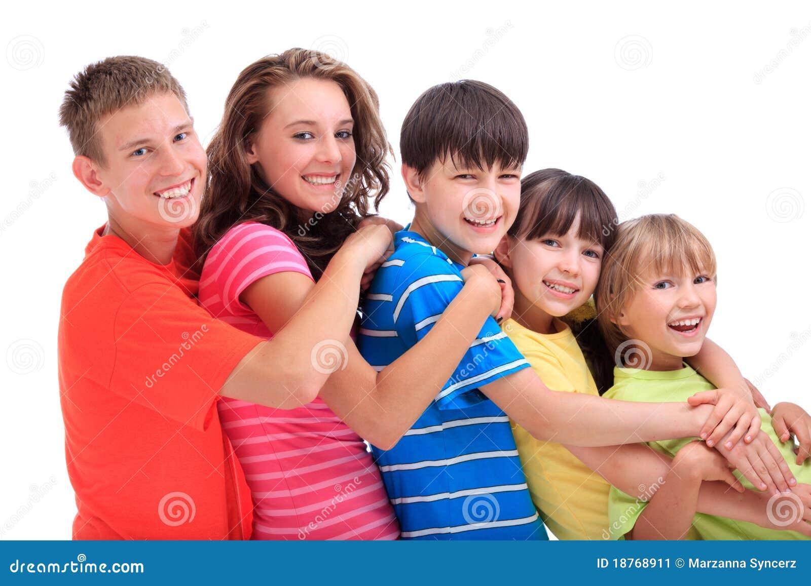 Hermanos y hermanas felices