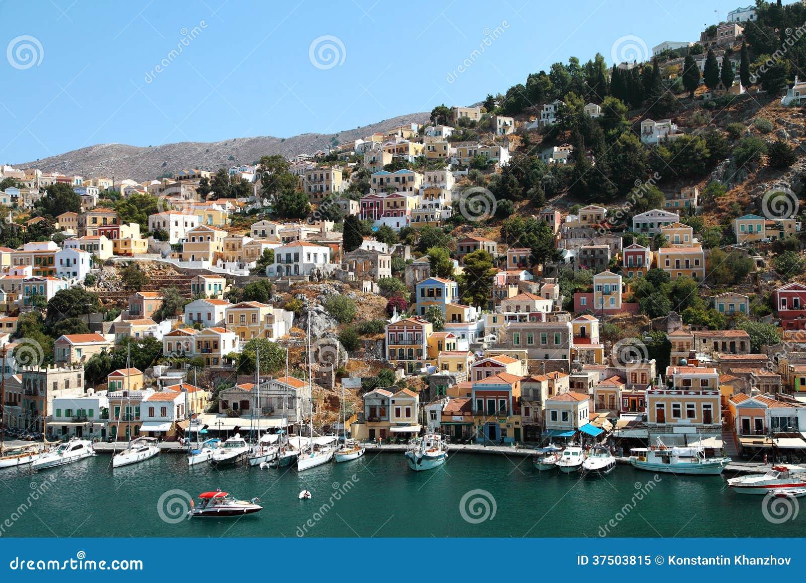 Hermosa vista de la isla de Symi en Grecia