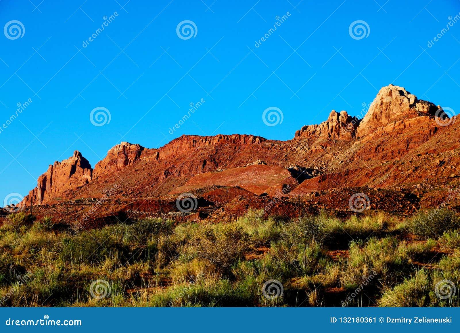 Hermosa vista de las formaciones asombrosas de la arena en la puesta del sol famosa, Arizona, los E.E.U.U.