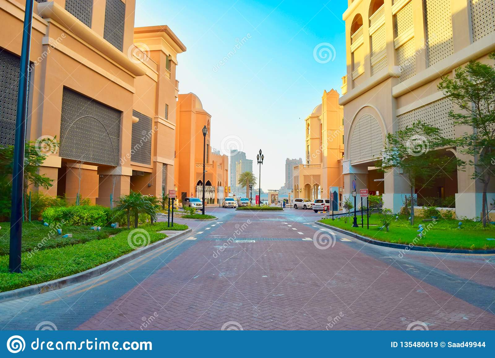 Hermosa vista de una calle en la perla Qatar