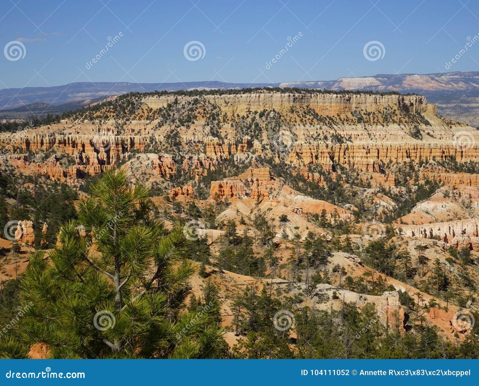 Hermosa vista sobre Bryce Canyon, Utah, los E.E.U.U.