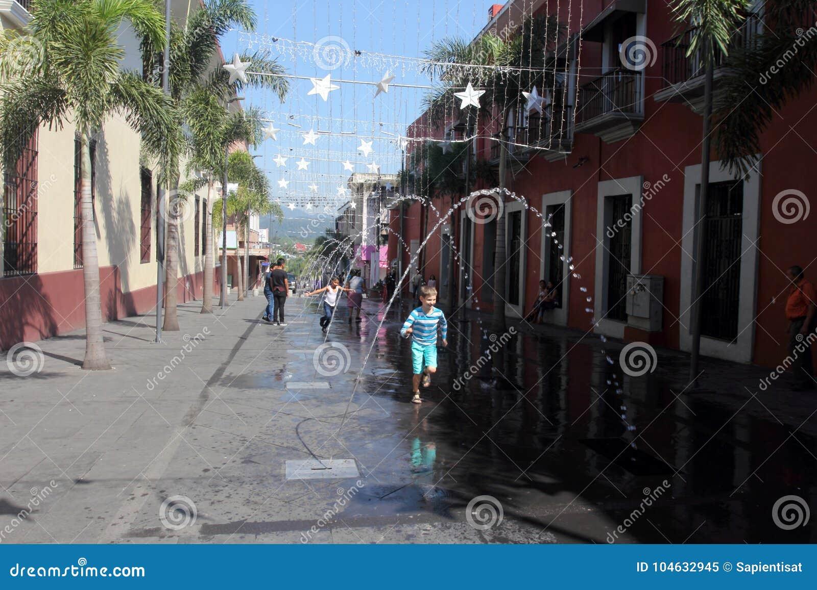 Download Heroica Cordoba, Mexico redactionele afbeelding. Afbeelding bestaande uit plaza - 104632945
