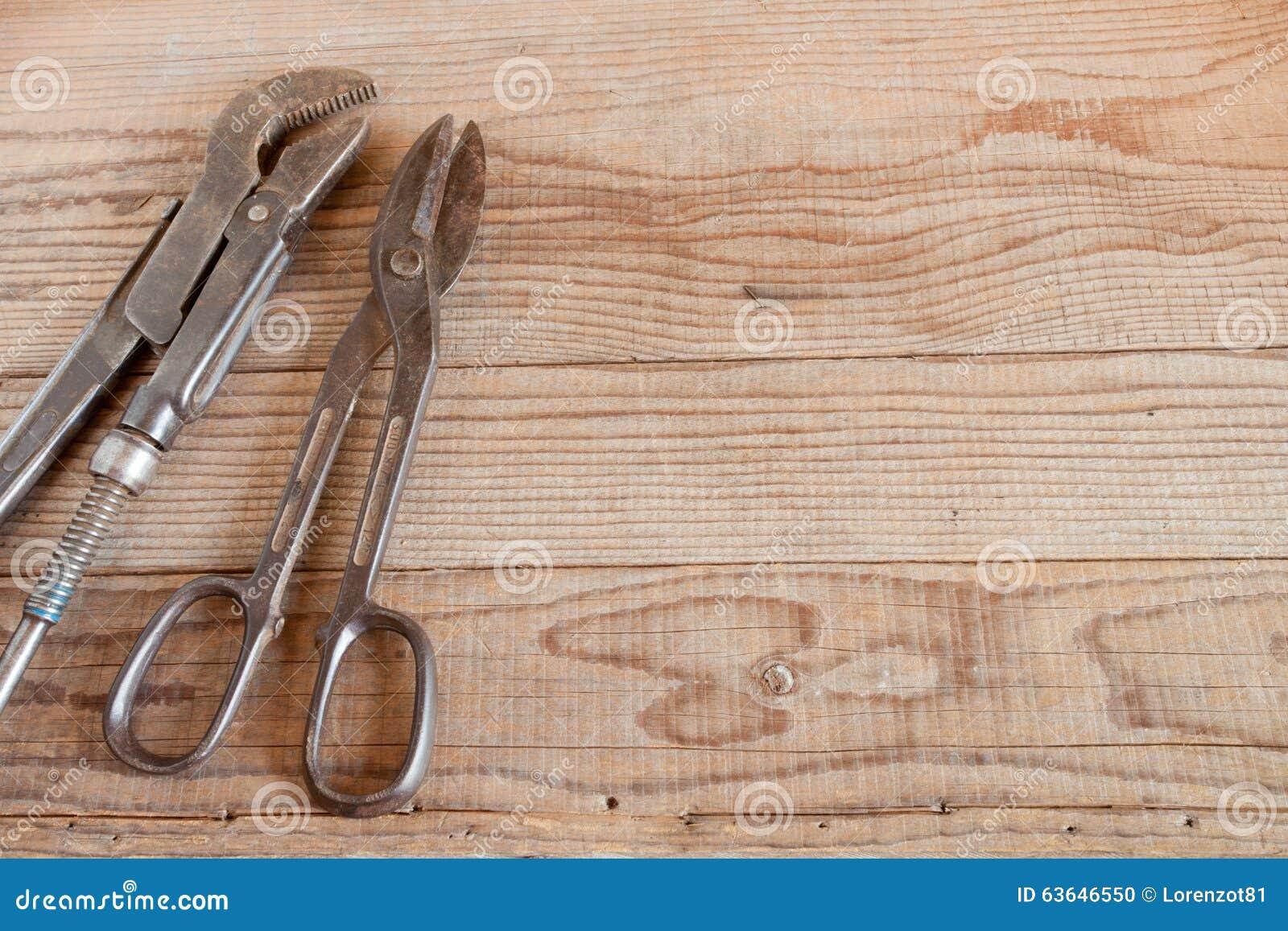 Herramienta del carpintero en fondo de madera foto de - Carpintero de madera ...