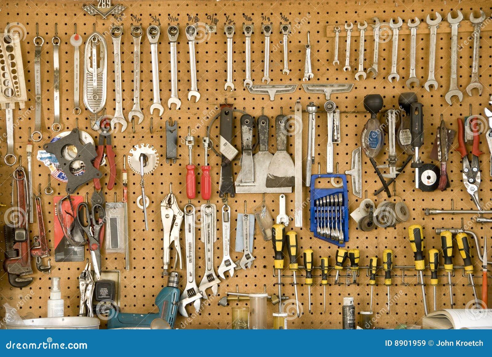 Herramientas colgantes imagen de archivo imagen de for Casas de herramientas