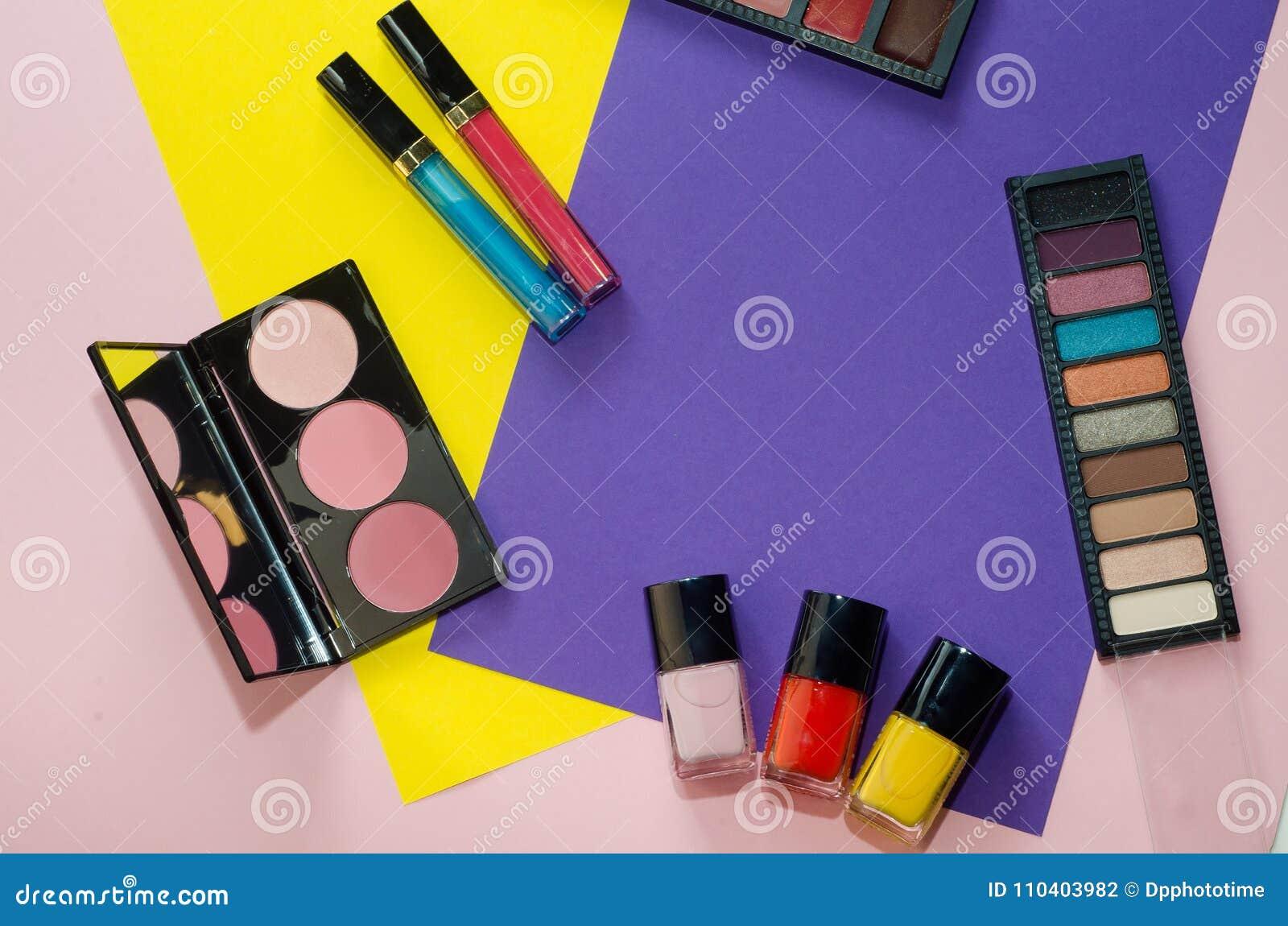 Herramientas Coloridas Del Maquillaje, Flatlay Profesionales En ...