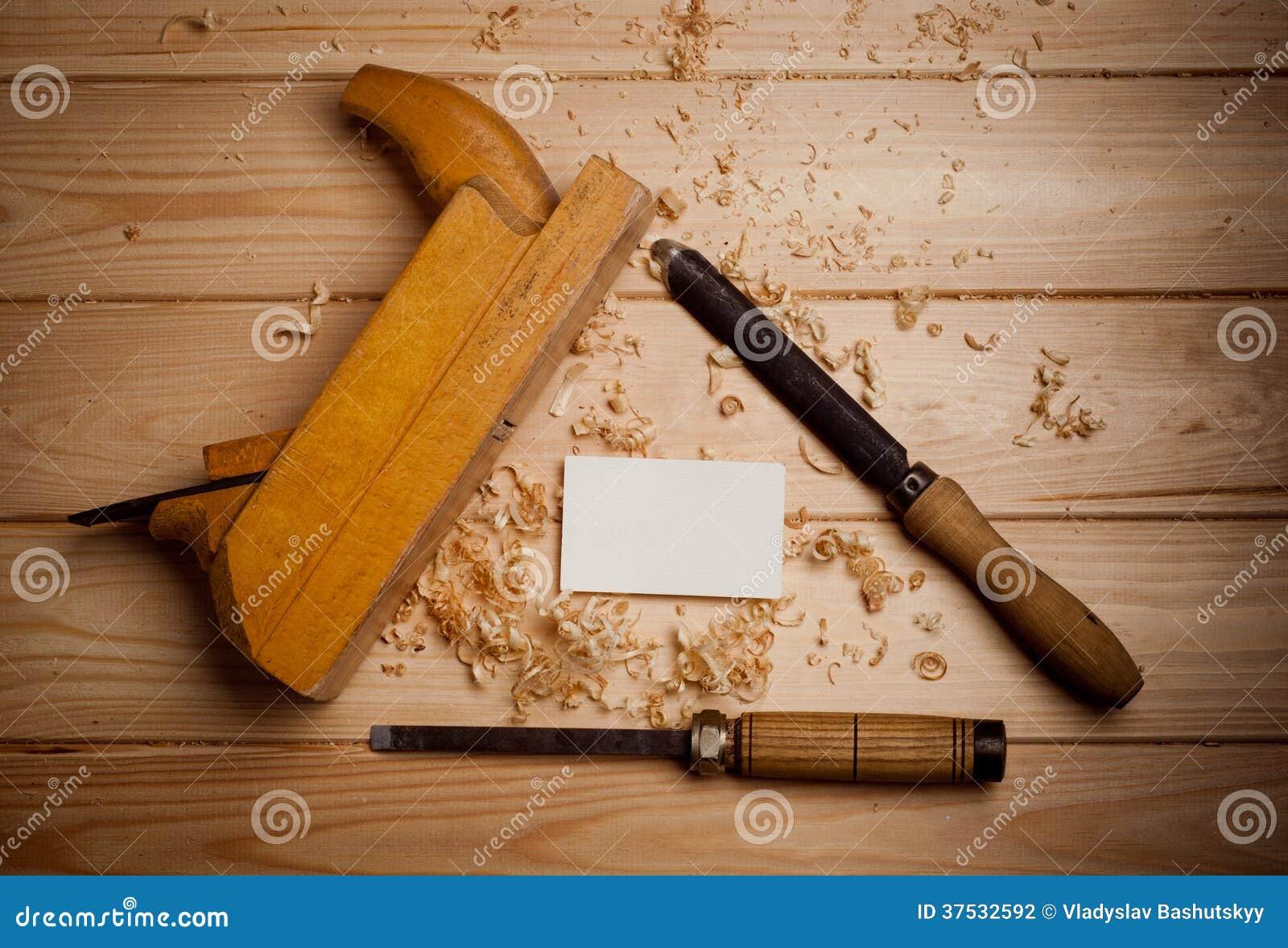 Herramientas de la carpinter a en fondo de madera - Herramientas de madera ...