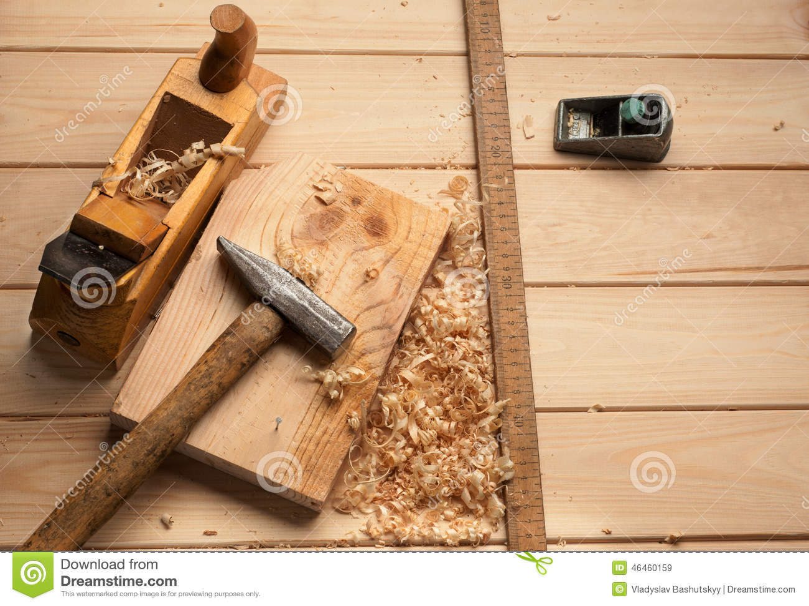 Herramientas del carpintero martillo metro clavos - Carpintero de madera ...