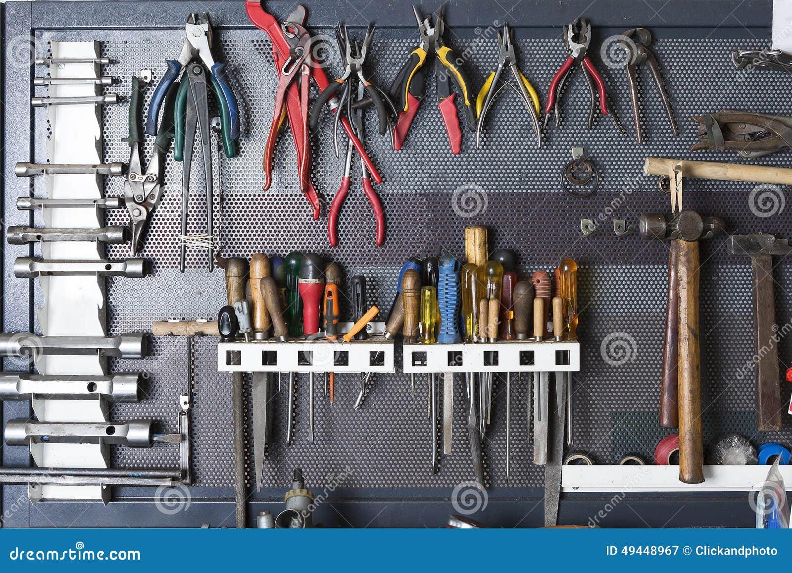 Herramientas en un tablero del metal foto de archivo - Tablero de herramientas ...