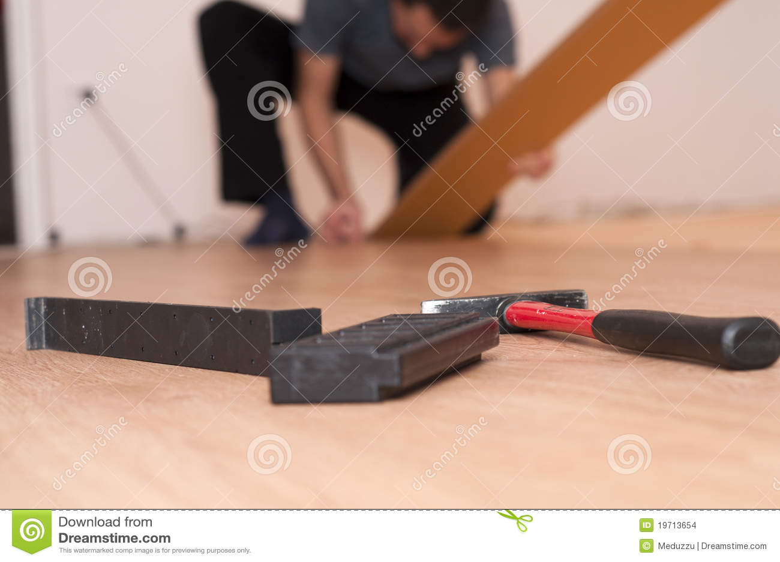 Herramientas para montar el suelo laminado