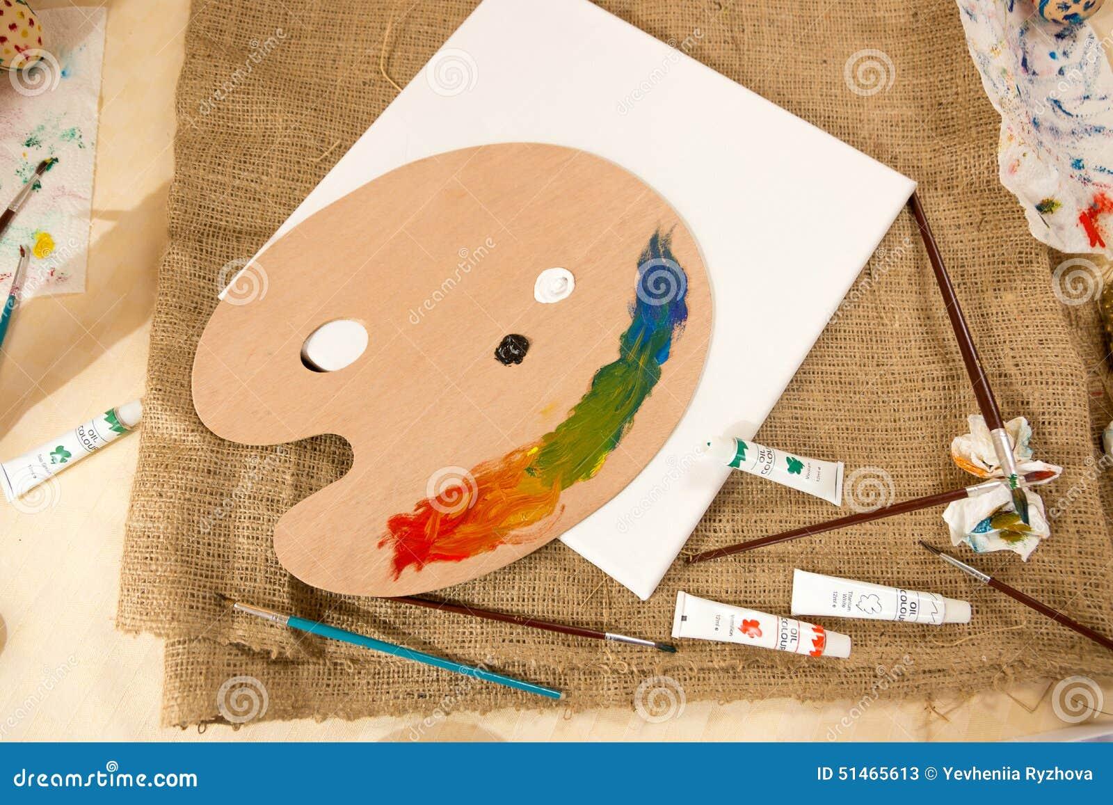 Herramientas Y Pinturas Del Artista Profesional Que Mienten En La  ~ Herramientas Pintor Profesional