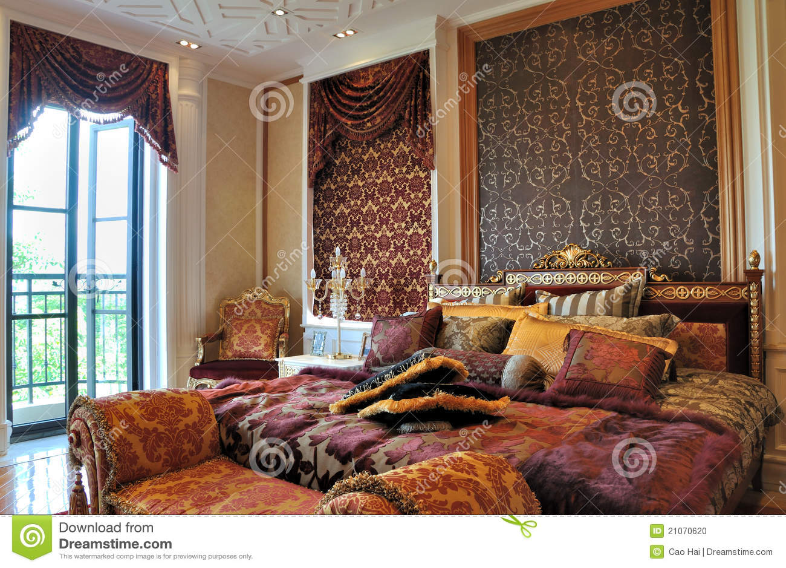 herrliches schlafzimmer mit beleuchtung stockfoto bild. Black Bedroom Furniture Sets. Home Design Ideas