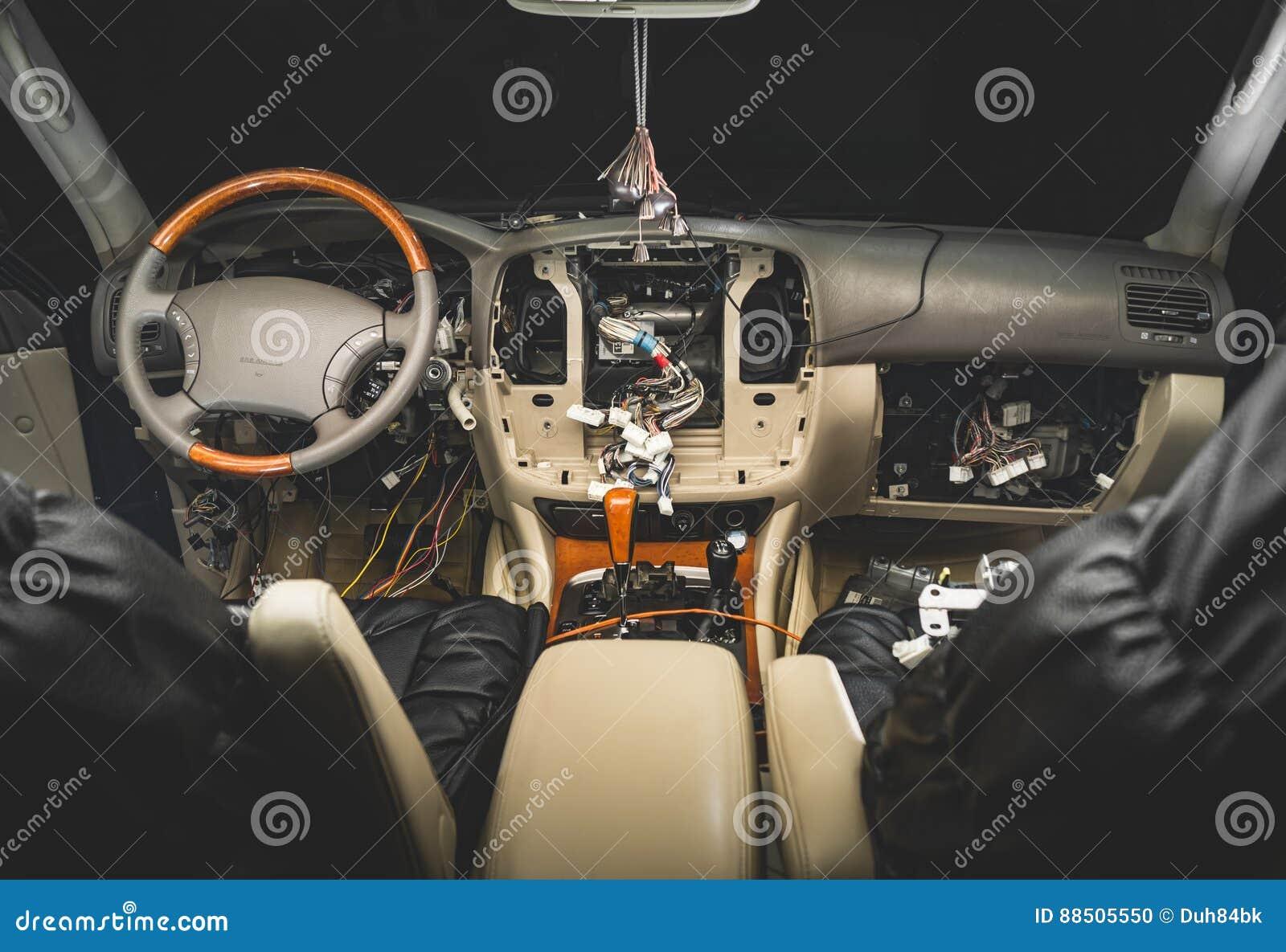 Herstel de bedrading van de auto