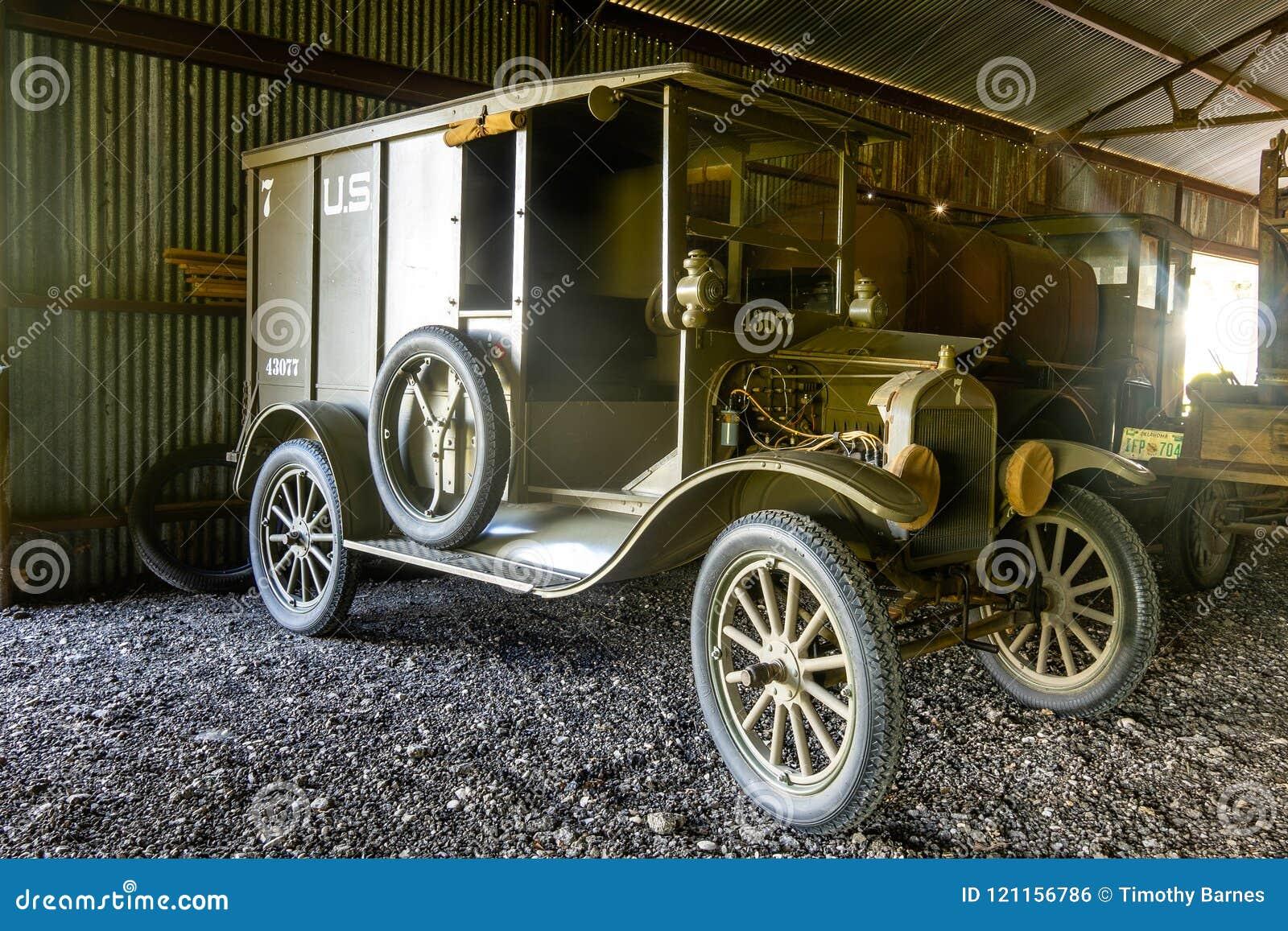 Herstelde die WWI-Leveringsvrachtwagen door AEF in Frankrijk wordt gebruikt