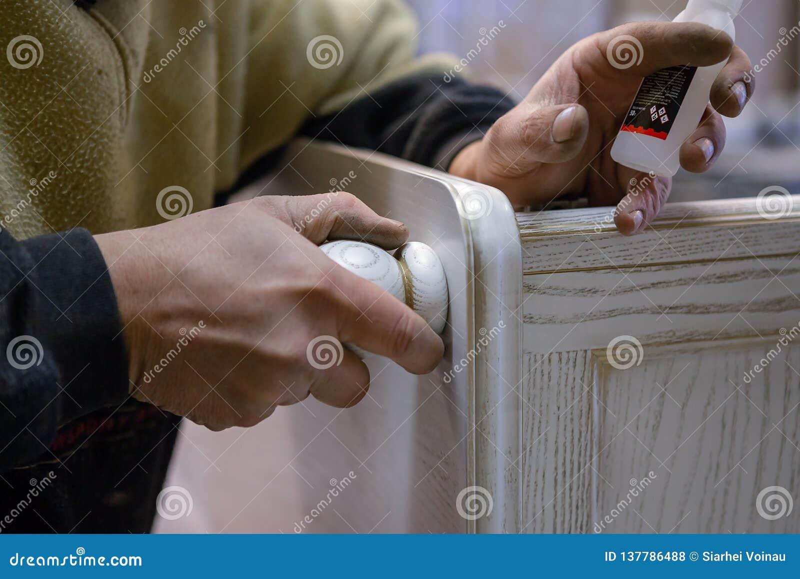 Herstellung von Möbeln vom Holz Arbeitstischler Zimmereiwerkzeuge