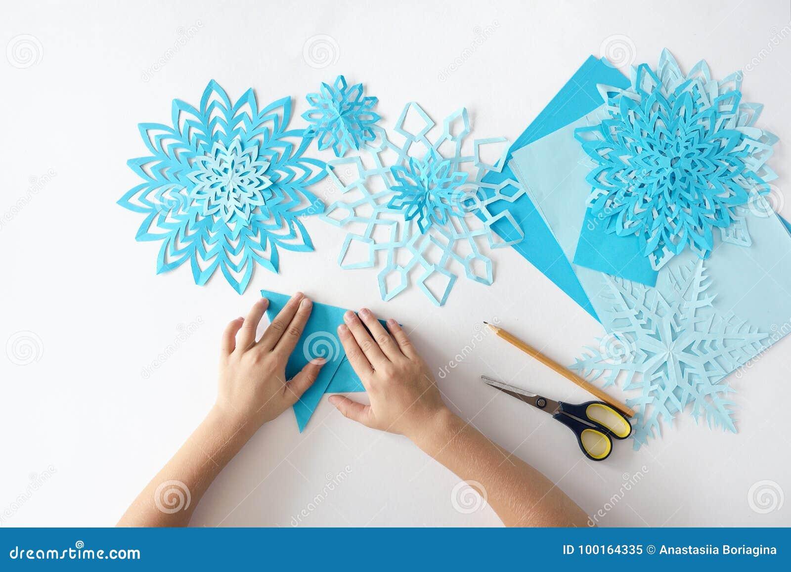 Herstellung Von Schneeflocken Vom Papier Traditionelles